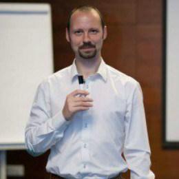 Adrian Ficker Consultant Marketing Online
